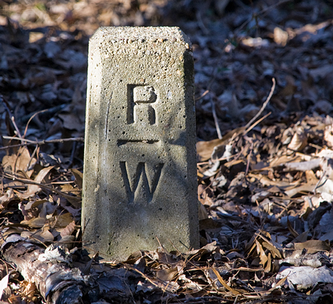 This interstate highway right-of-way marker has not a thing to do with the subject at hand. However, I suspect that not many people have ever laid eyes on one. Now, more people have.