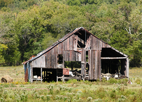 Old barn on US Highway 64