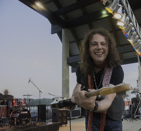 Anthony Gomes, concert headliner