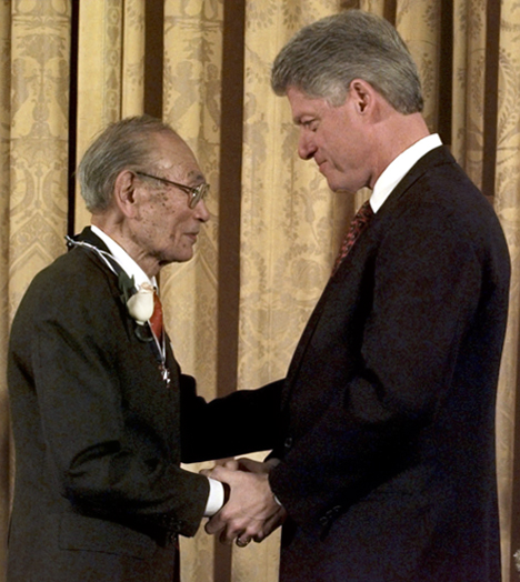 Bill Clinton presenting medal of freedom to Fred T. Korematsu