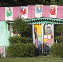 Click the pic to see this outlandishly decorated mobile home and others in the same litter at Corndancer dot-com
