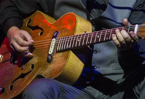 LIttle G Weevil's guitar