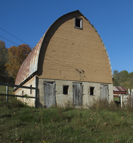 Old dairy barn in southern Missouri