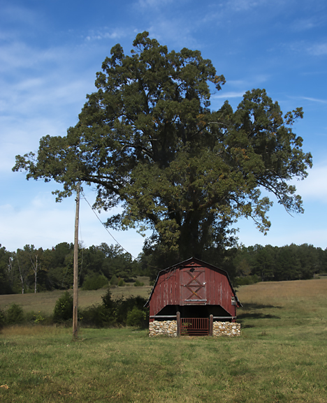 smallred hay barn north of Calico Rock AR