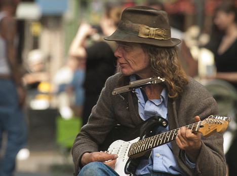 Street guitarist in New Orleans