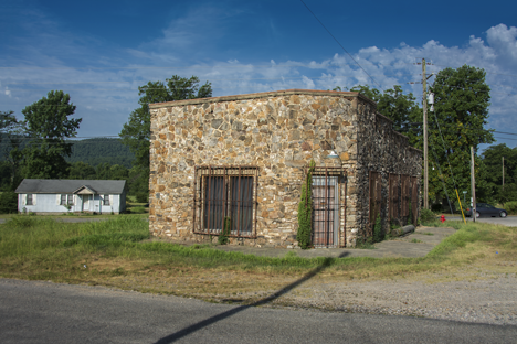 side view of stone building in Caddo Gap Arkansas
