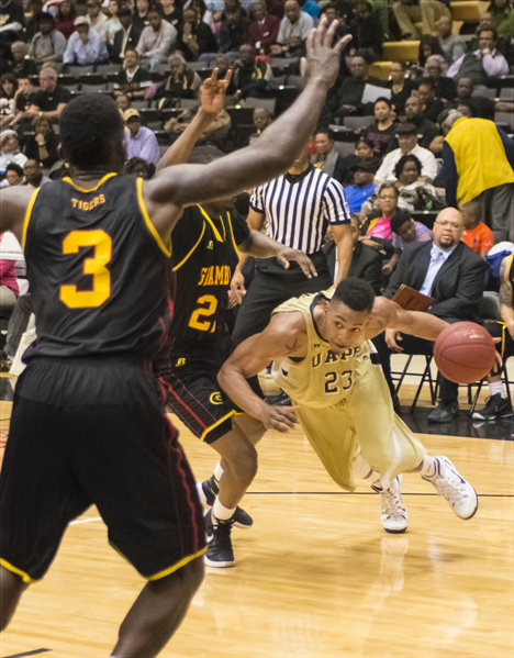 UAPB basket ball player drives to the hoop